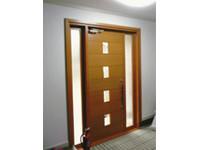 玄関-200x150